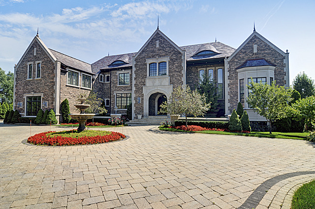 Oak Brook                                                                      , IL - $4,390,000