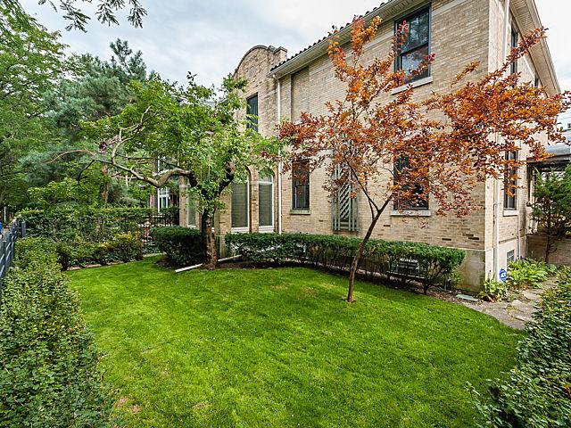 843 West Castlewood Terrace, Chicago IL 60640