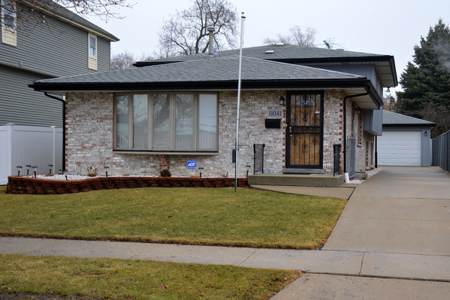 11041 South Whipple Street, Chicago IL 60655