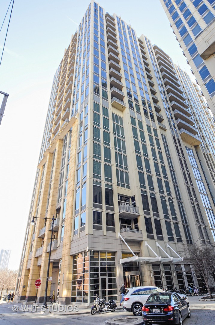700 North Larrabee Street, #1001, Chicago, IL 60654$490,000