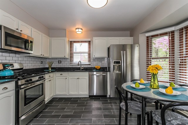 410 new york lane elk grove village il 60007 09611275 for Kitchen cabinets 60007