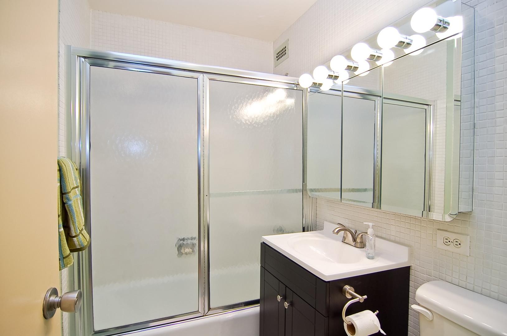 Hd 1497289674202 10 2626nlakeview unit301 8 bathroom hires