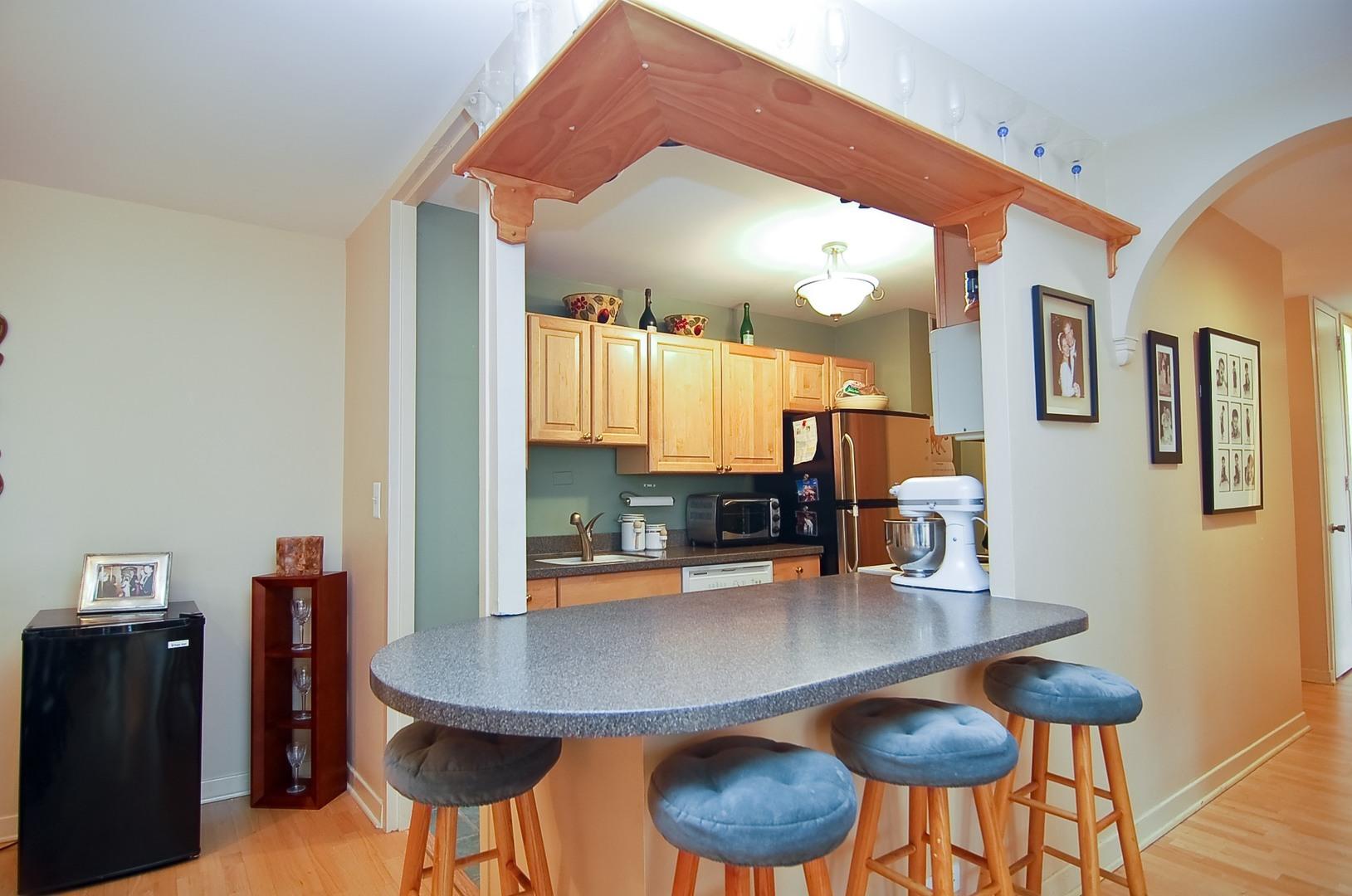 Hd 1497289687574 05 2626nlakeview unit301 177 kitchen hires