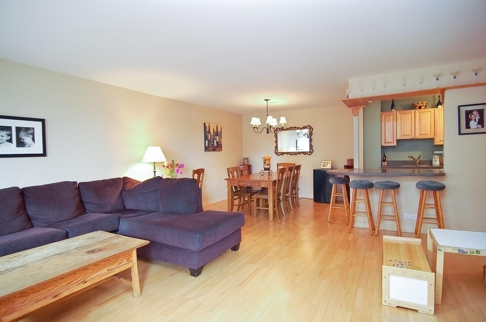 Hd 1497289706432 03 2626nlakeview unit301 165 livingroom hires