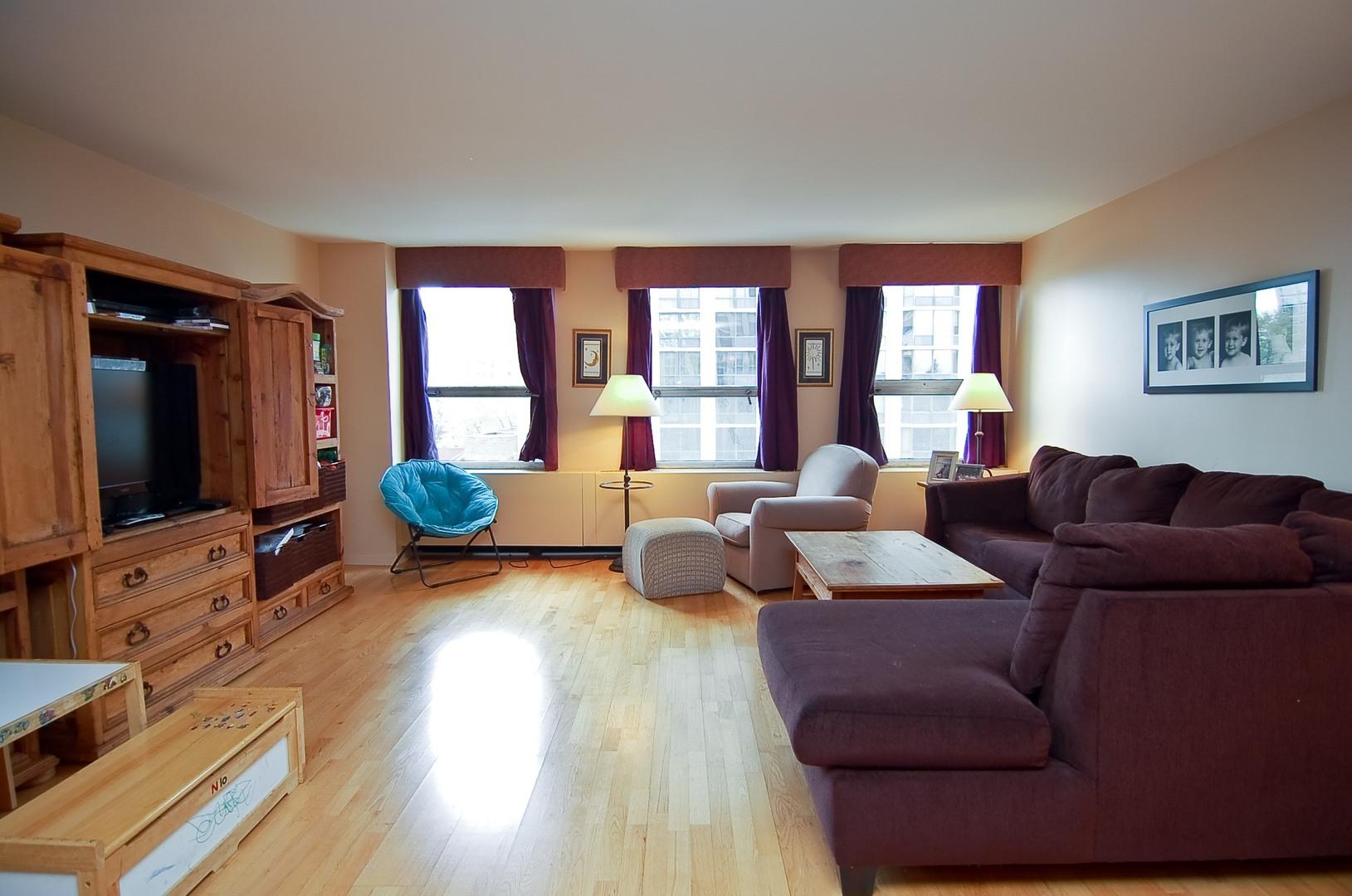 Hd 1497289711863 02 2626nlakeview unit301 1 livingroom hires