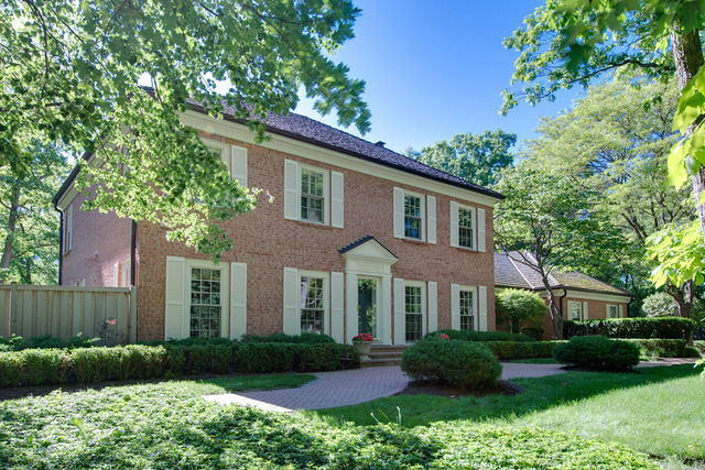 1540 Heritage Court, Lake Forest IL 60045
