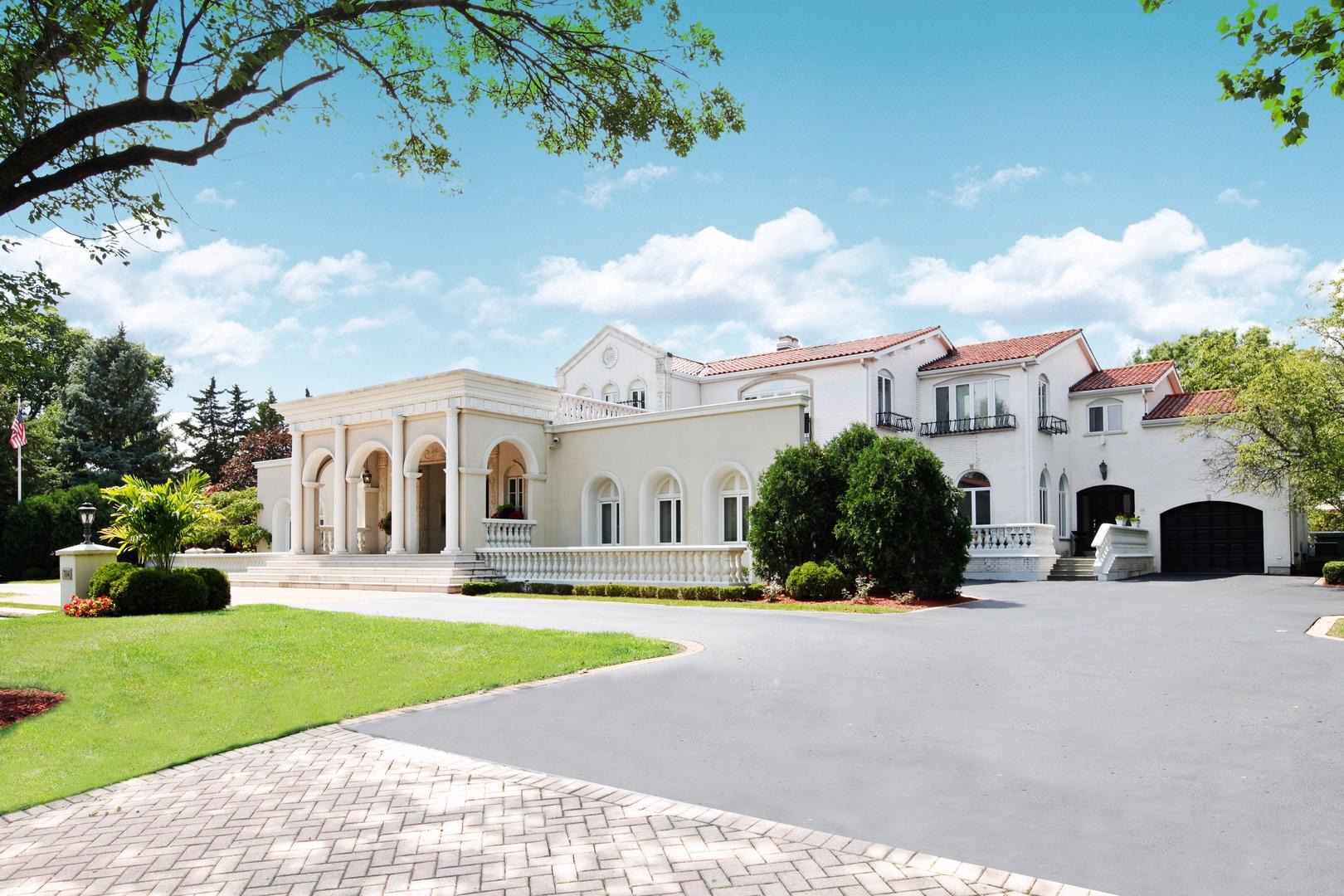 Oak Brook                                                                      , IL - $2,900,000