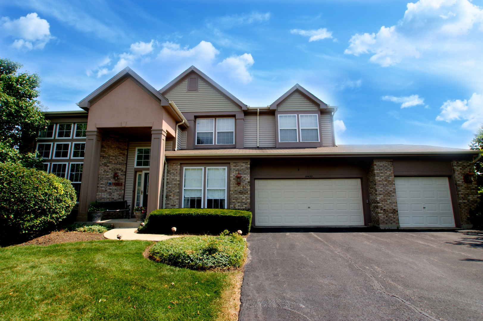 14450 Waterford Court, Libertyville IL 60048