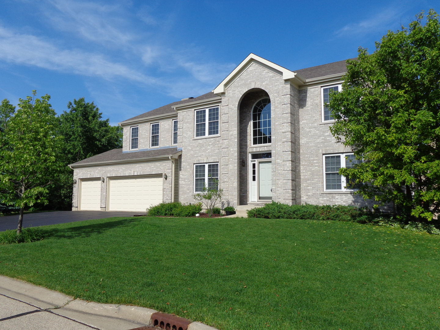 Property for sale at 1184 Ridgewood Circle, Lake In The Hills,  Il 60156