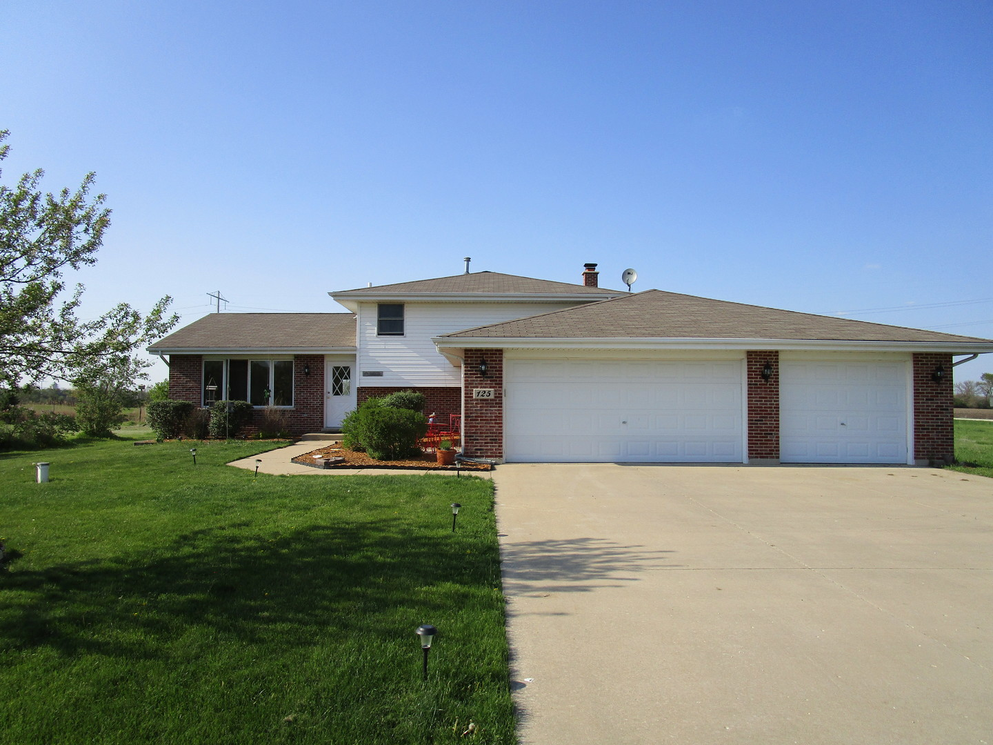Property for sale at 125 Highpoint Drive, Essex,  IL 60935