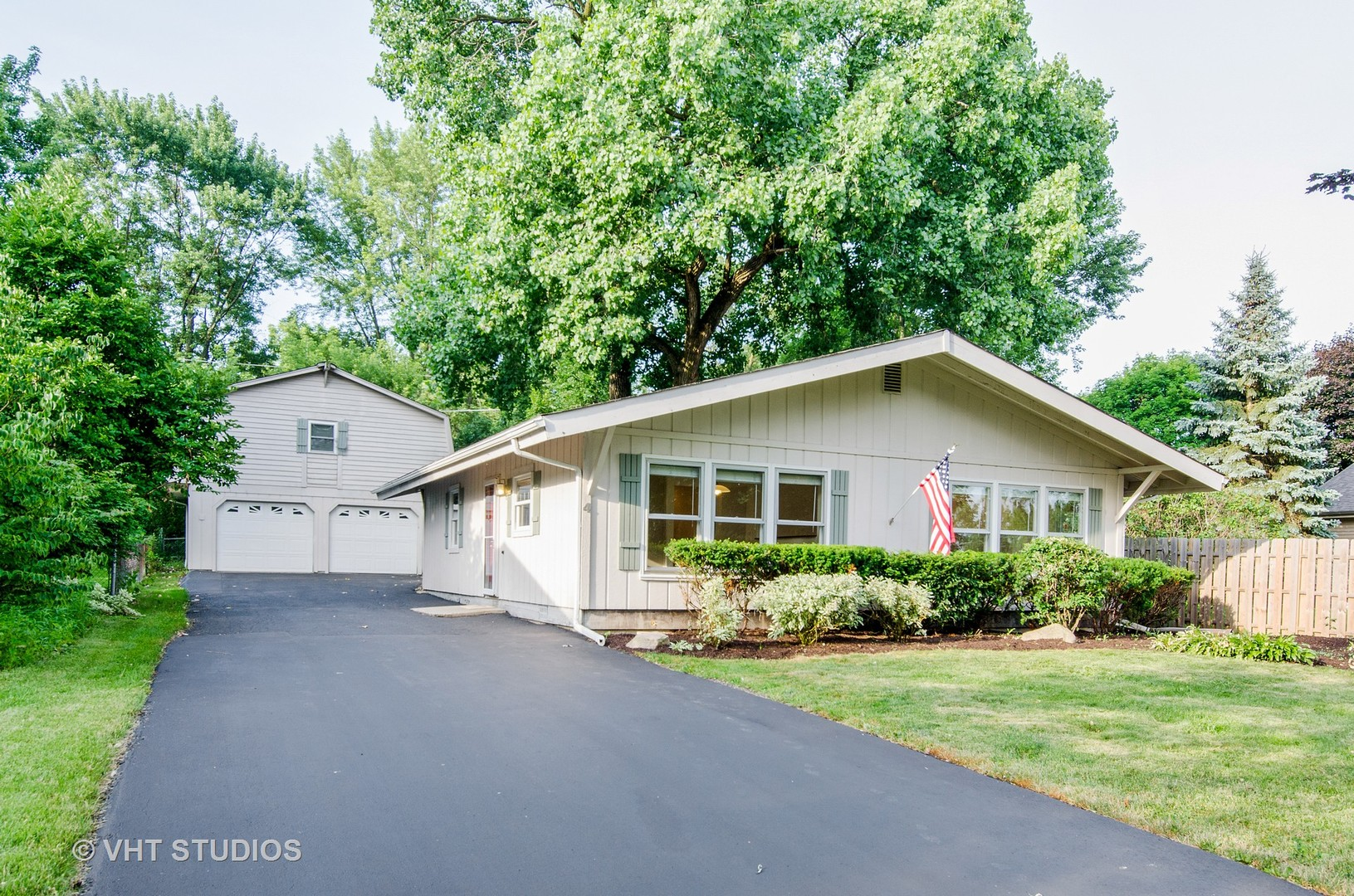 lake in the hills gay singles View details of this 3/2 single family home located in lake in the hills, il this for sale by owner single family home features 3 bedrooms, 2 bathrooms, a 2 car garage and is located in the.