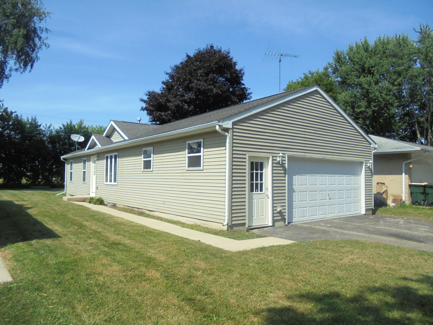 wonder lake single men Mls# 10015876 — this 2 bedroom, 1 bathroom single family for sale is located at 7621 north dr, wonder lake, il 60097 view 16 photos, price history and more on century21com.