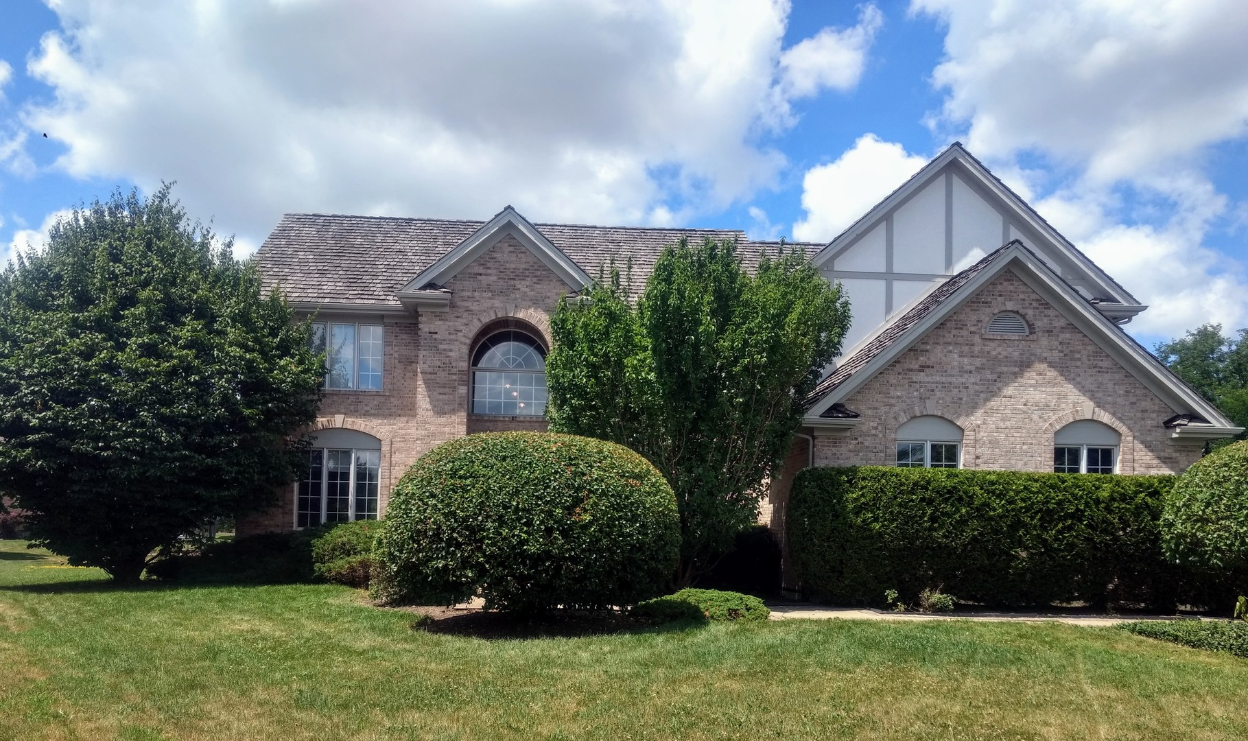 Property for sale at 305 Cobblestone Court, Lake In The Hills,  Il 60156