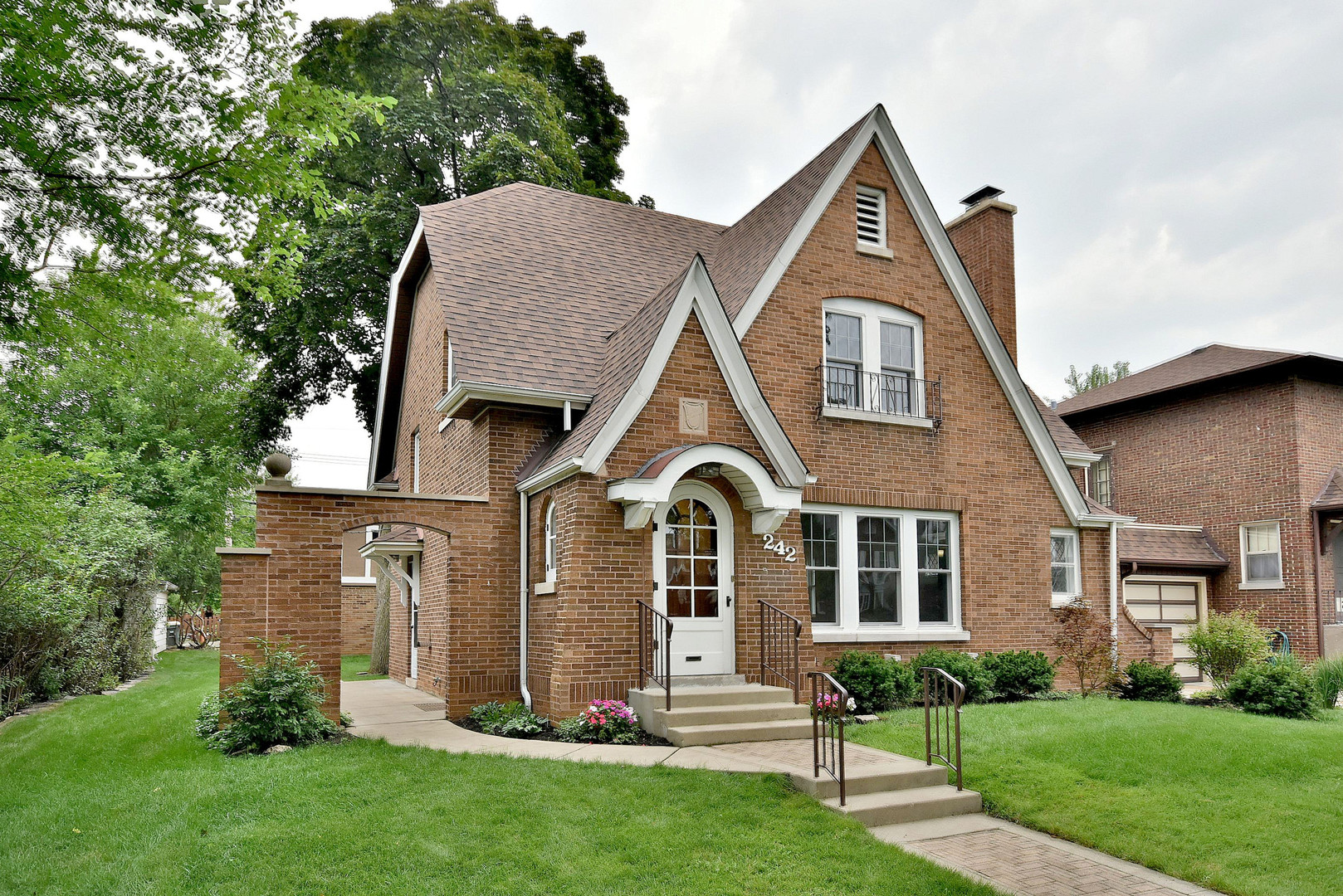 Home For Sale At 242 Gillick Street In Park Ridge, Illinois For $629,900