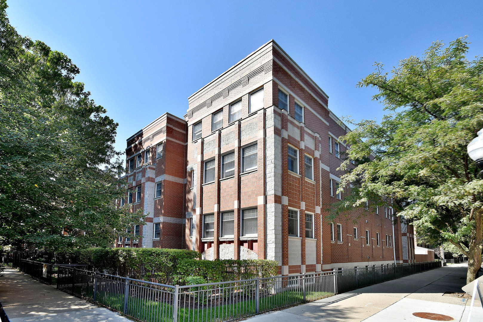 Property for sale at 1402 West Byron Street Unit: 1W, Chicago-CHI - Lake View,  Il 60613