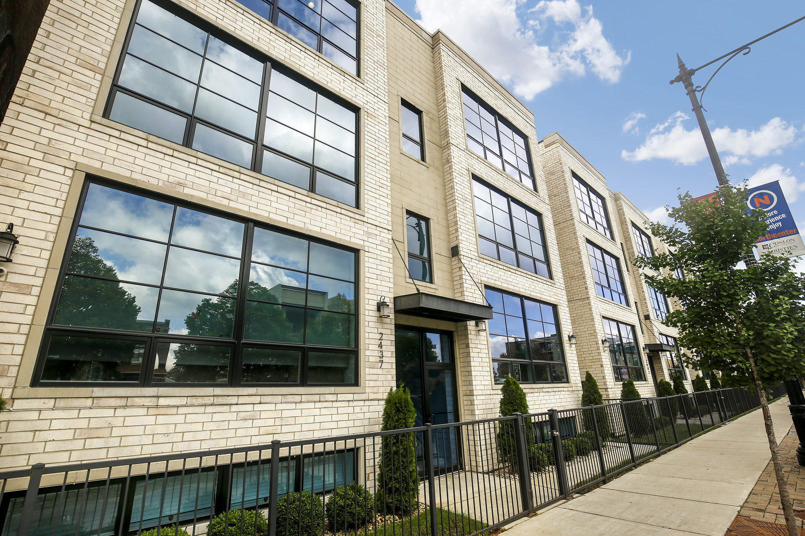 Property for sale at 2437 West Irving Park Road Unit: 3E, CHICAGO,  Il 60618