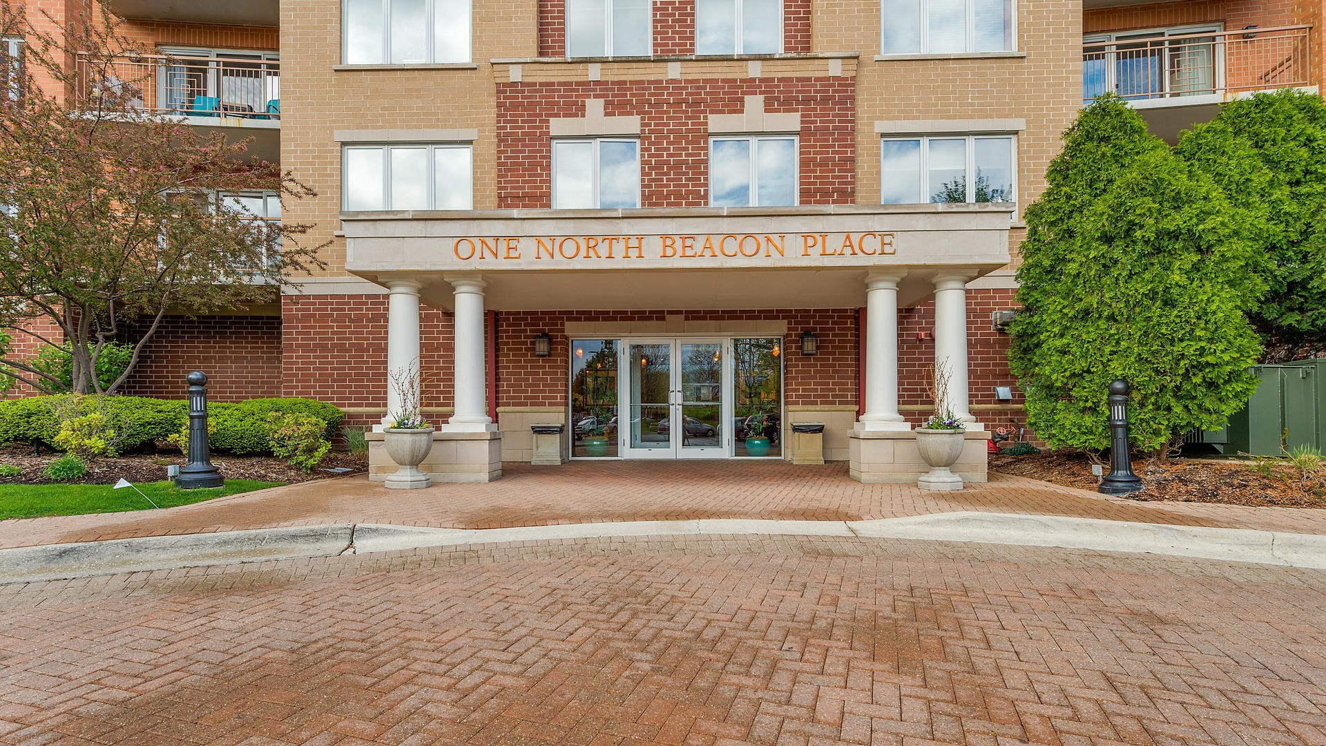 Property for sale at 1 North Beacon Place Unit: 311, La Grange,  Il 60525