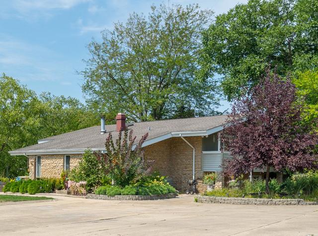 Morris                                                                      , IL - $740,000