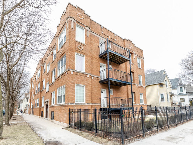 Property for sale at 3400 West Sunnyside Avenue Unit: 2, Chicago-CHI - Albany Park,  Il 60625