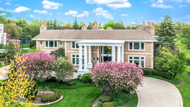 Oak Brook                                                                      , IL - $3,200,000
