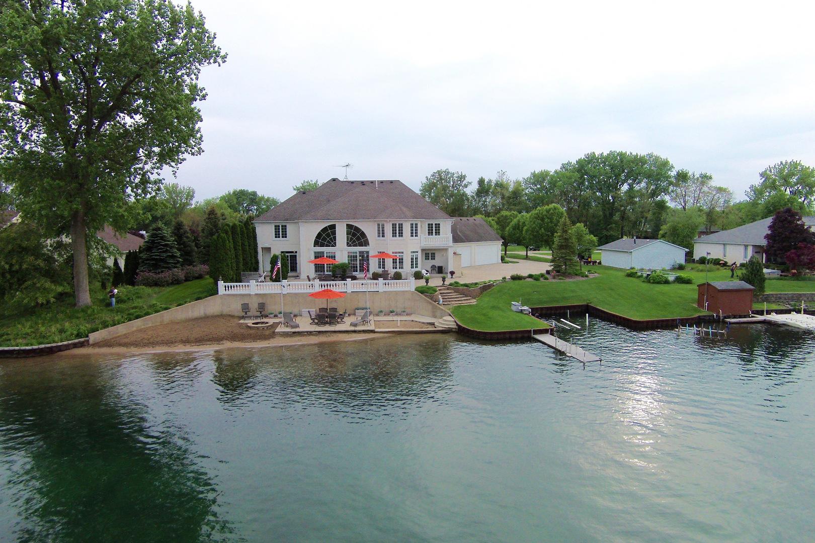 Morris                                                                      , IL - $895,000