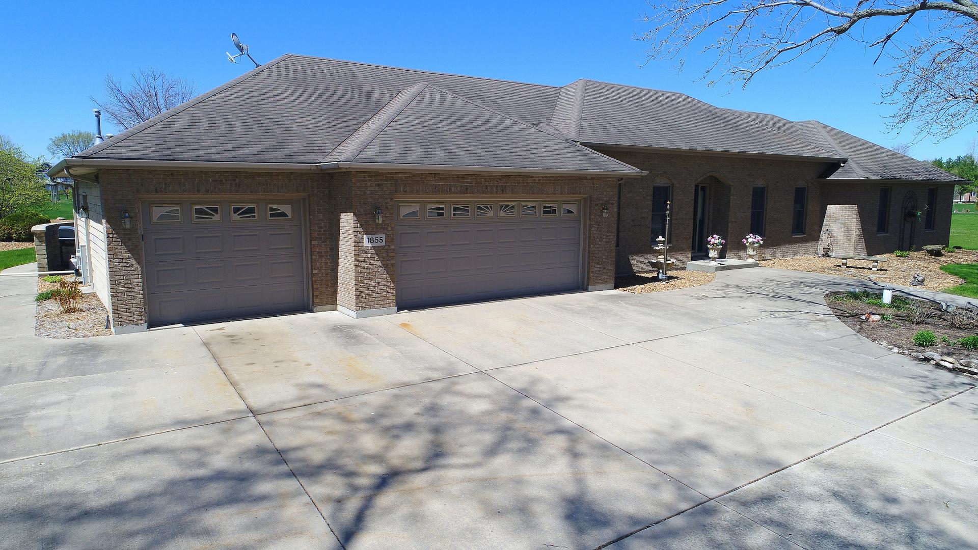 Morris                                                                      , IL - $549,900