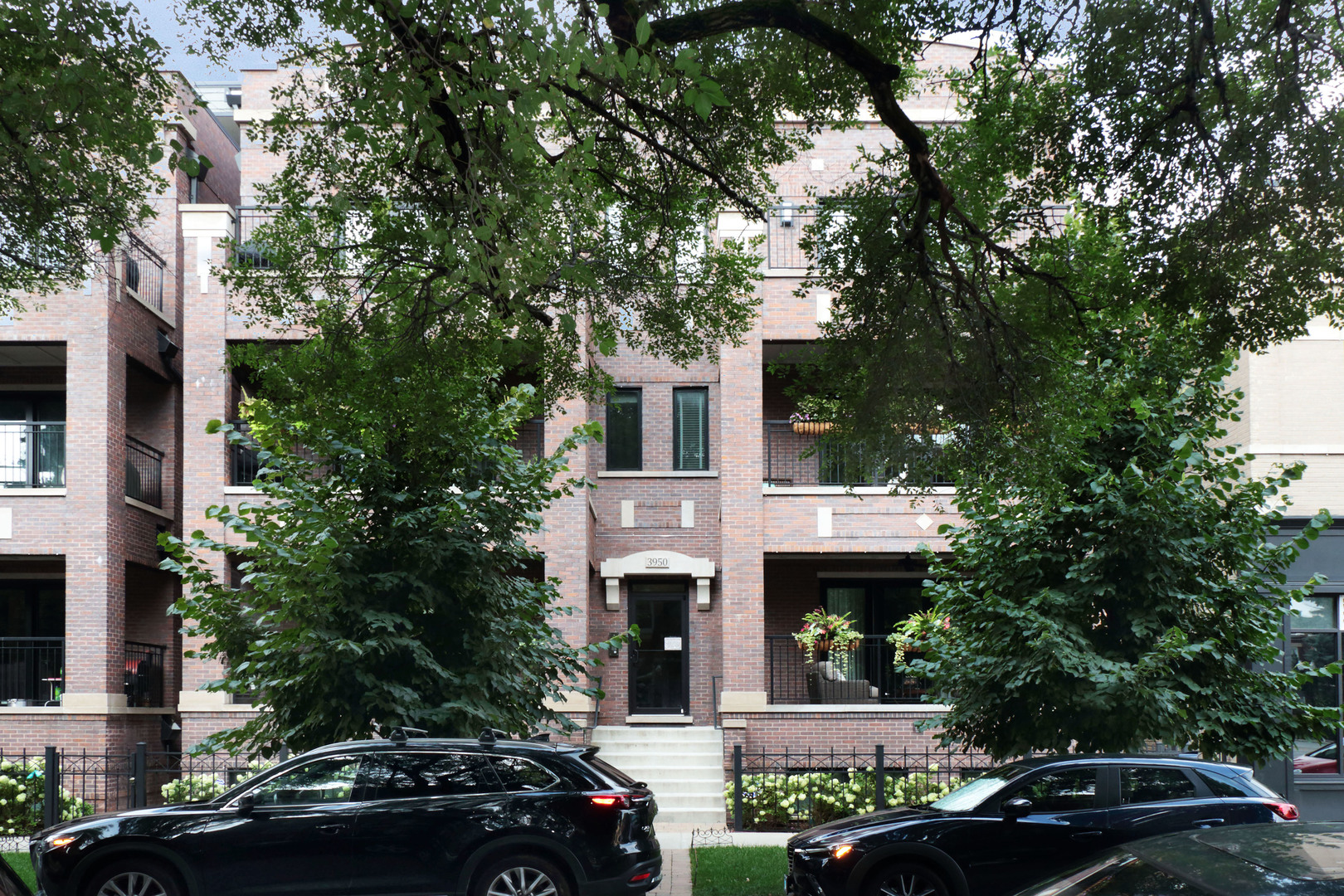 Property for sale at 3950 North Hoyne Avenue Unit: 2S, CHICAGO,  Il 60618
