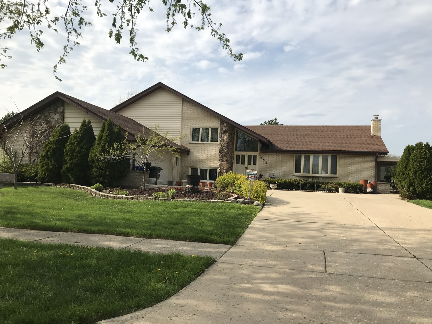 Property for sale at 224 Waterford Drive, WILLOWBROOK,  Il 60527