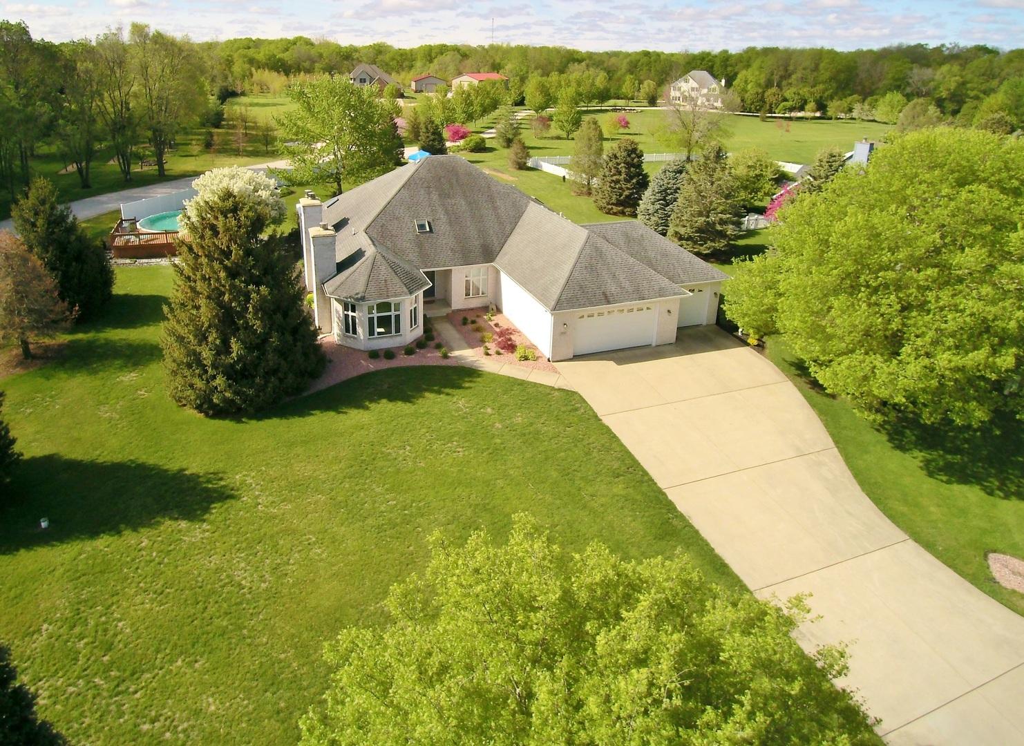 Morris                                                                      , IL - $464,900