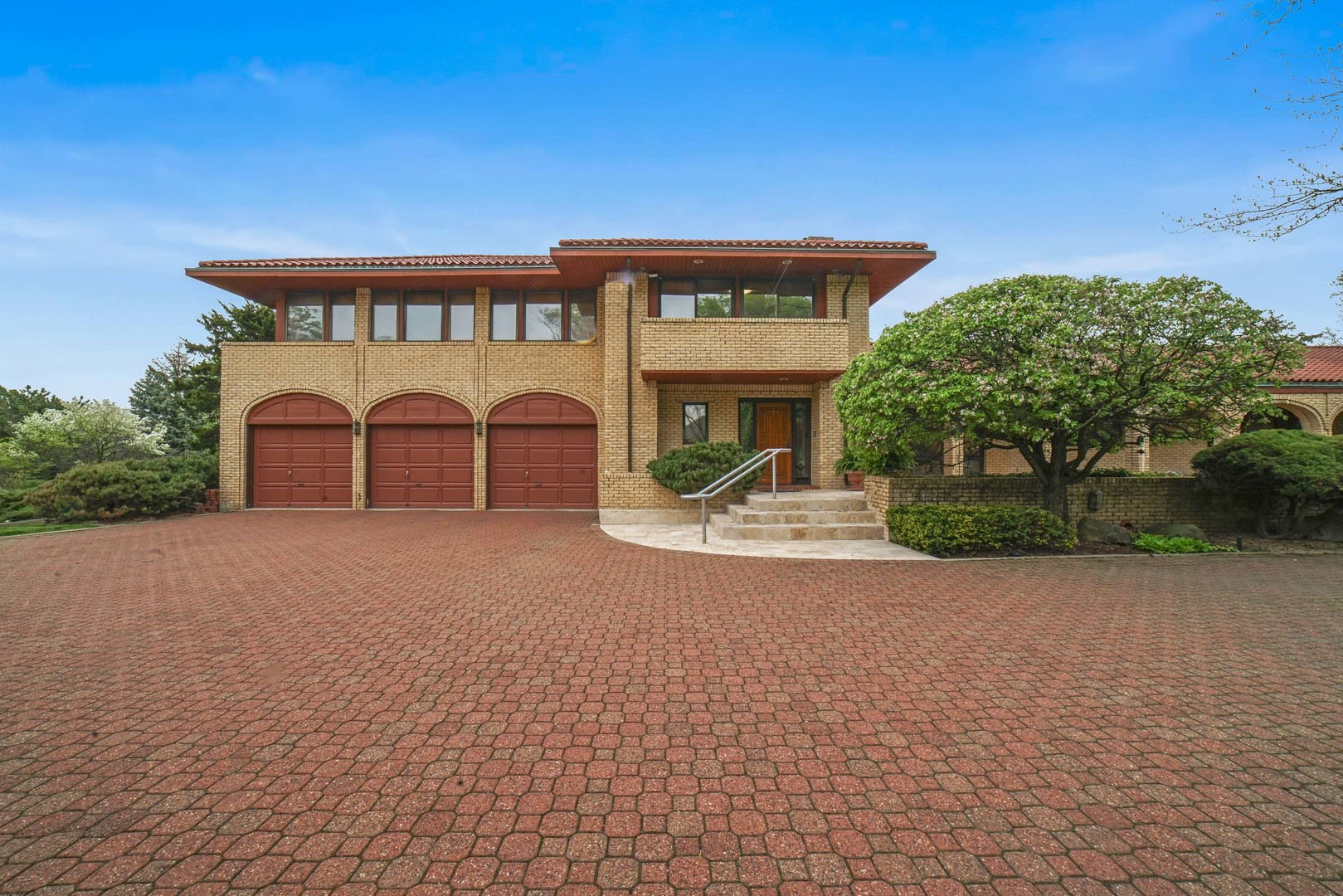 Oak Brook                                                                      , IL - $2,270,000