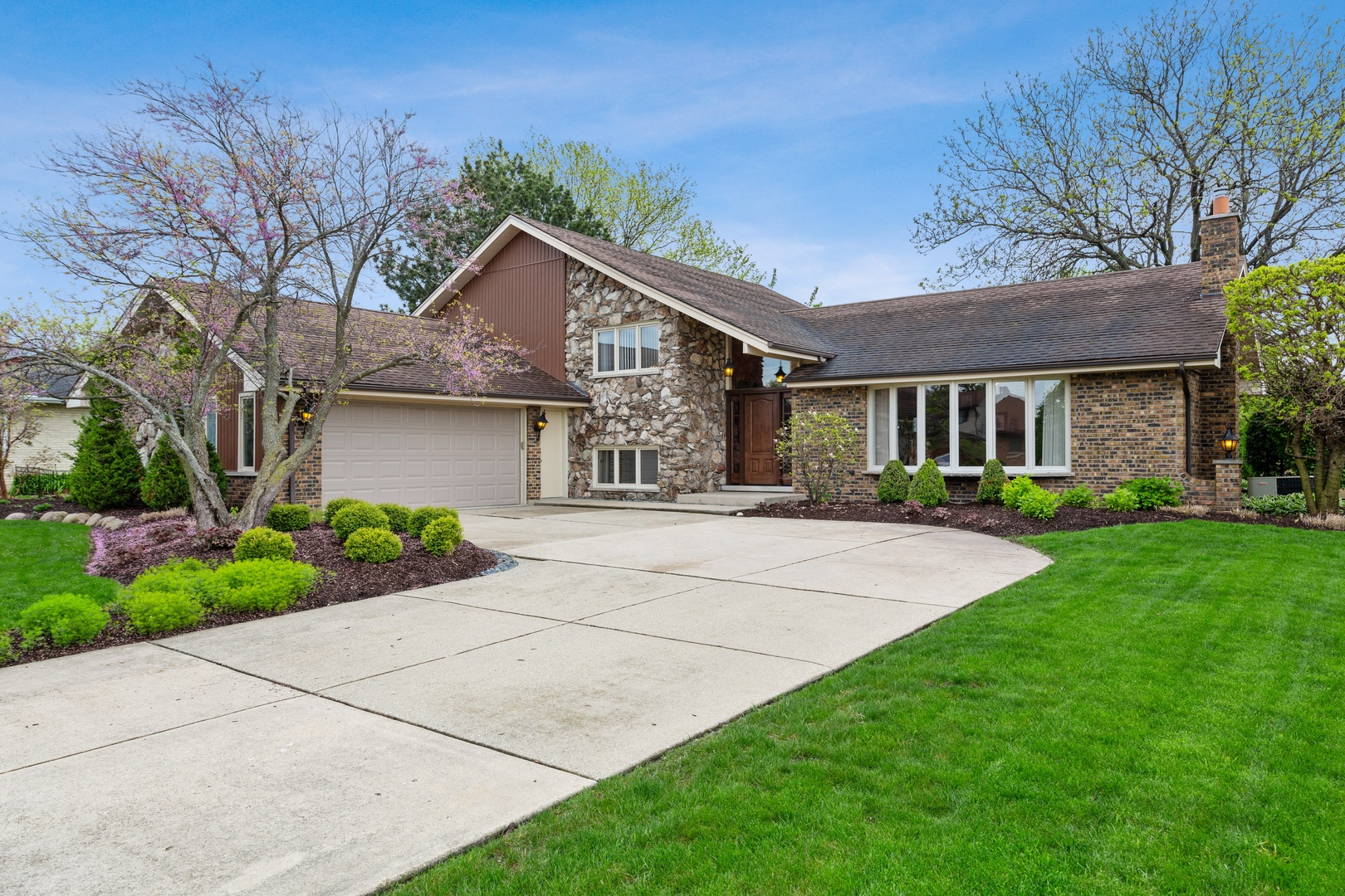Property for sale at 231 Rodgers Court, WILLOWBROOK,  Il 60527