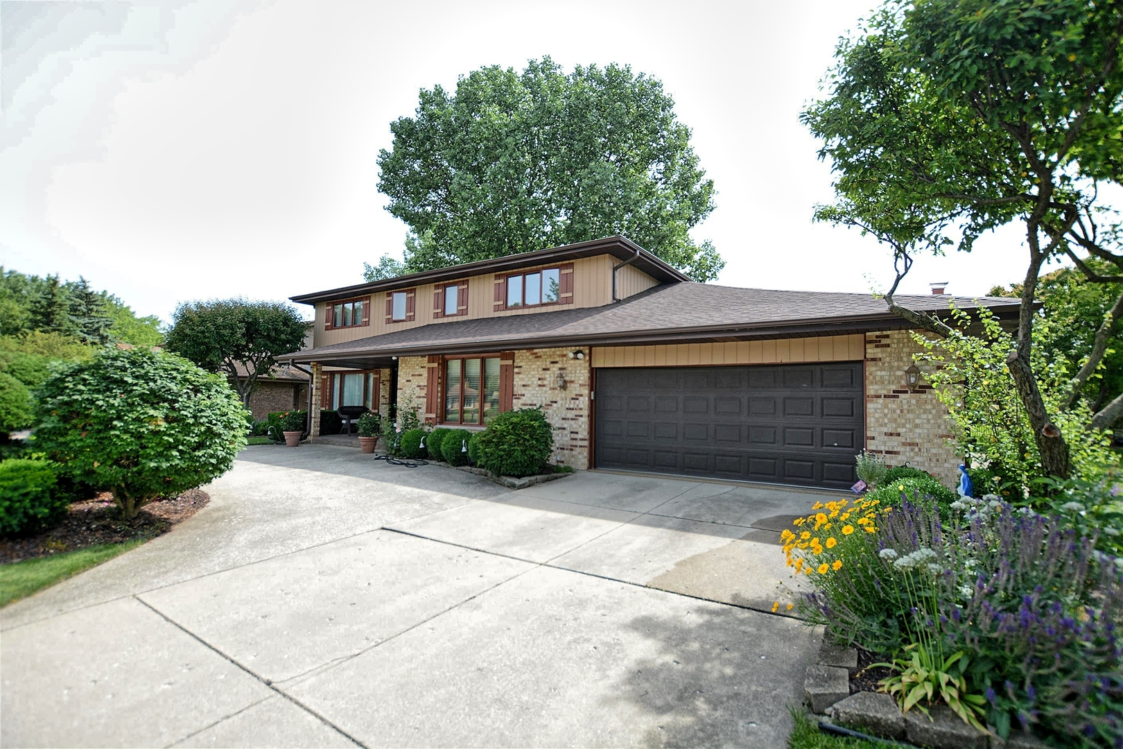 Property for sale at 6405 Waterford Court, WILLOWBROOK,  Il 60527