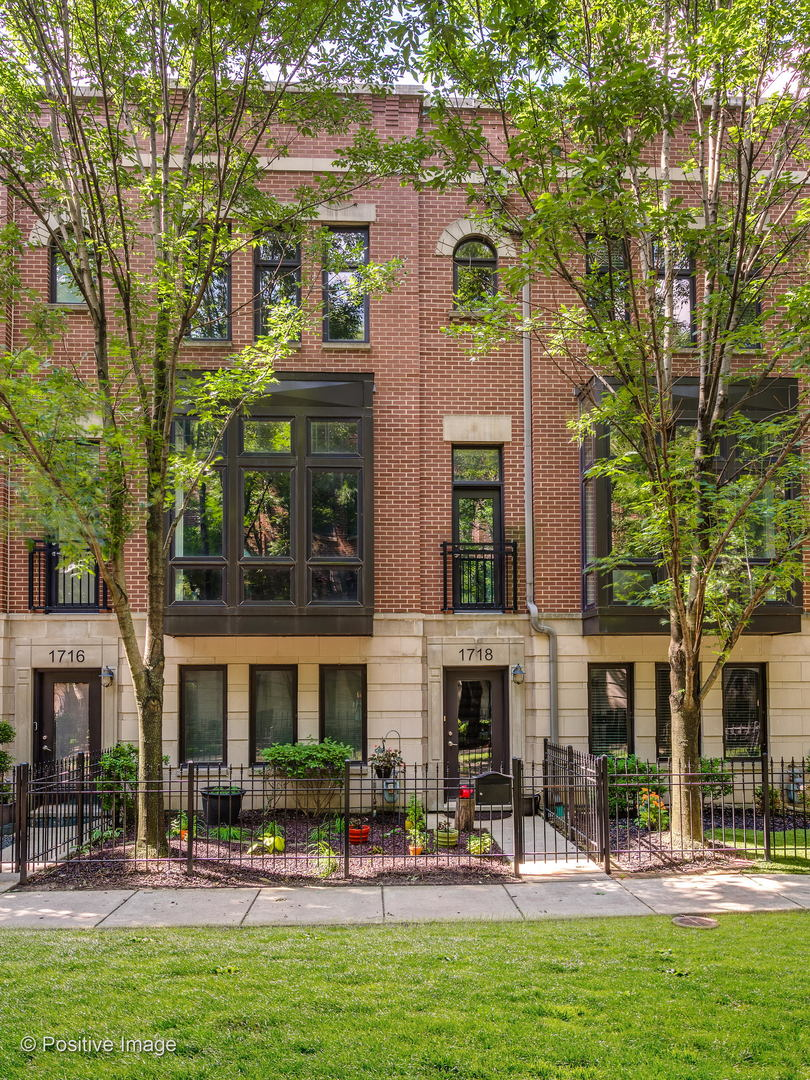 Property for sale at 1718 West Surf Street, CHICAGO,  Il 60657