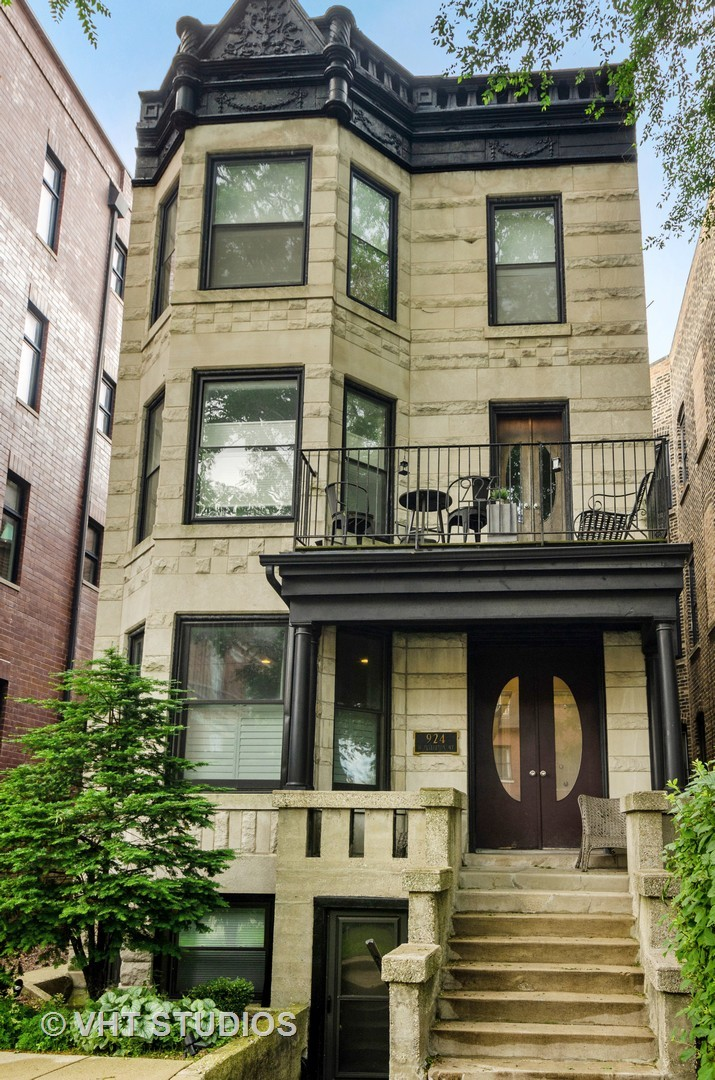 924 Fullerton Avenue, Chicago, Illinois 60614, 2 Bedrooms Bedrooms, ,2 BathroomsBathrooms,Attached Single,For Sale,Fullerton,10543228