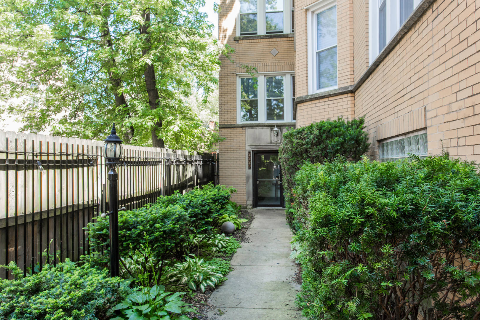 Property for sale at 2229 North Kimball Avenue Unit: 1W, CHICAGO,  Il 60647
