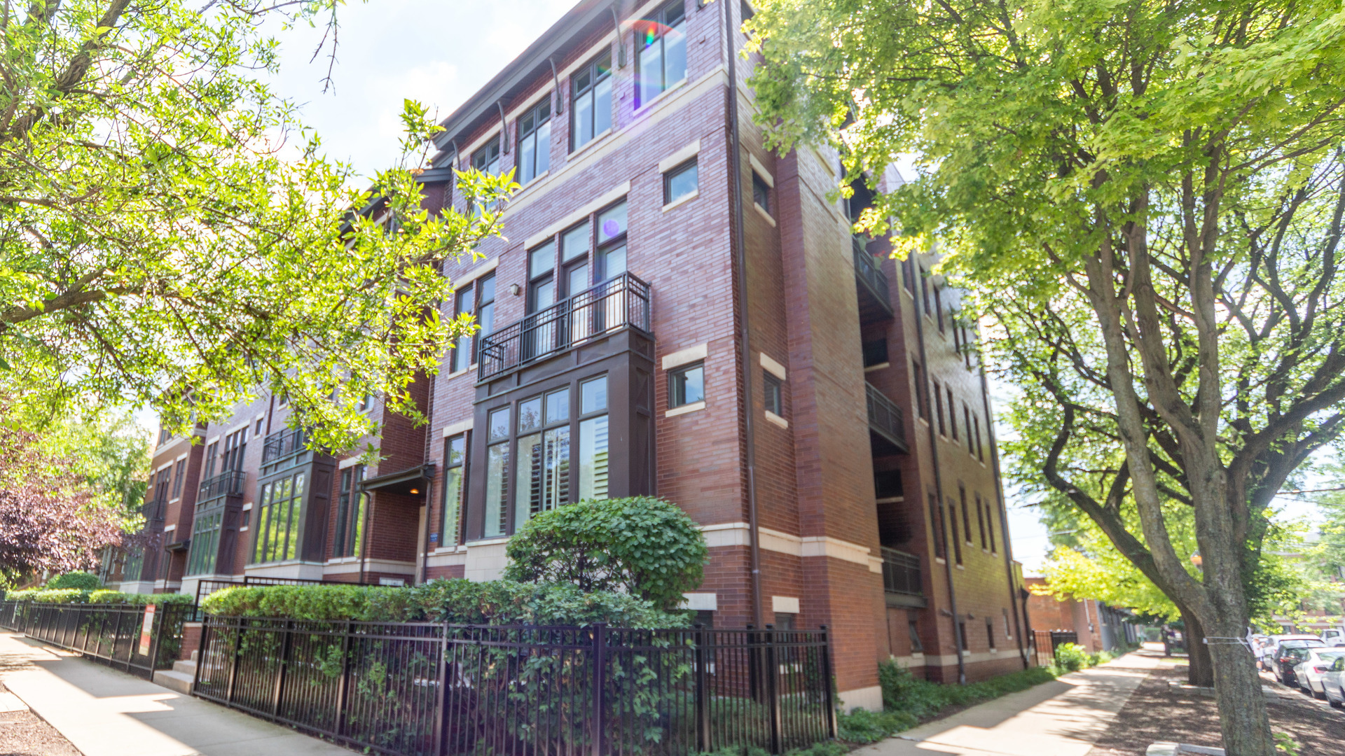 Property for sale at 1253 West Melrose Street Unit: 2E, CHICAGO,  Il 60657