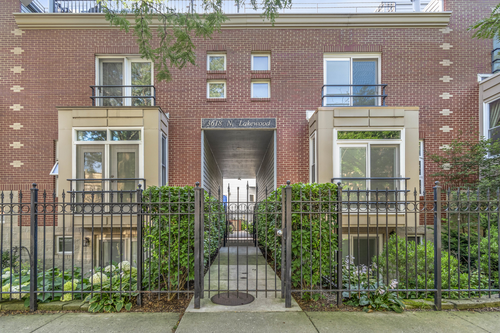 Property for sale at 3618 North Lakewood Avenue Unit: F, CHICAGO,  Il 60613