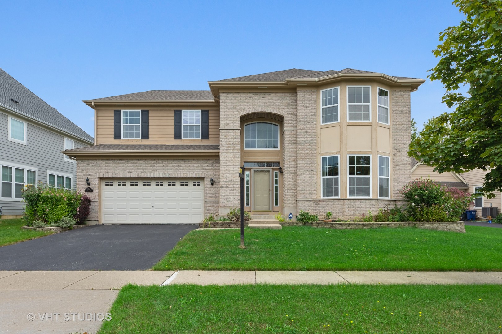 Vernon Hills                                                                      , IL - $690,000