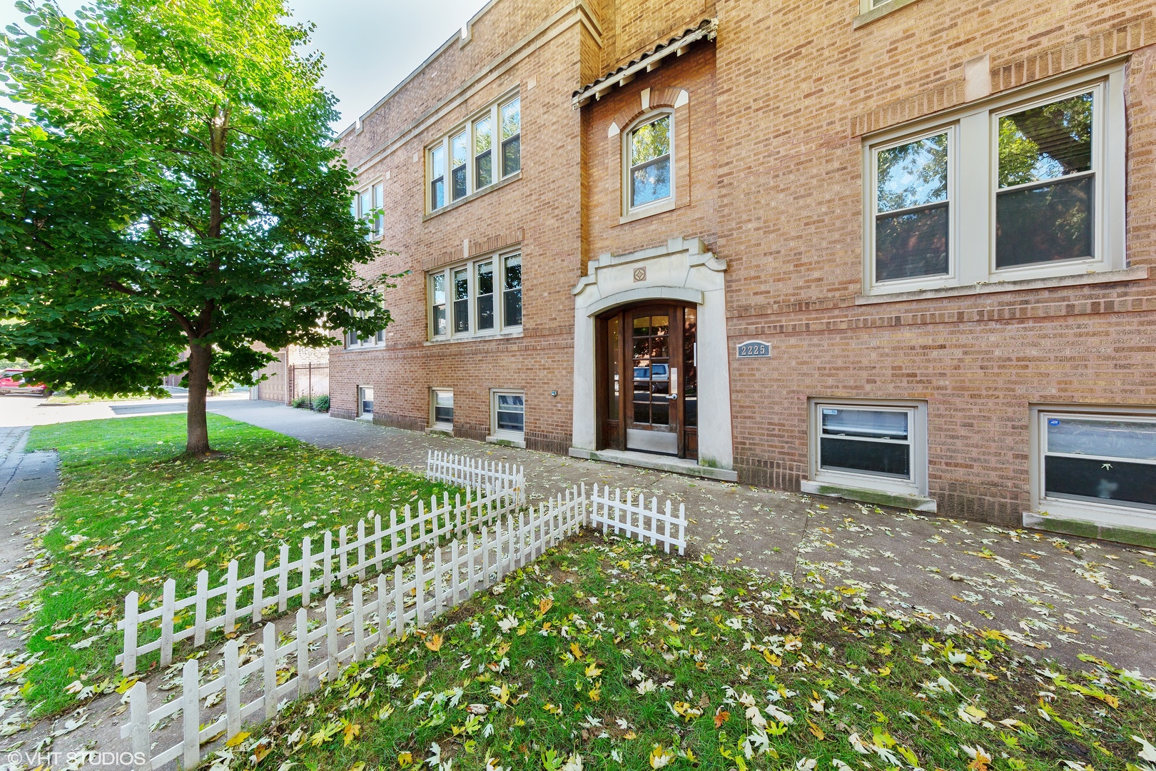 Property for sale at 2225 West Waveland Avenue Unit: 2E, Chicago,  Il 60618