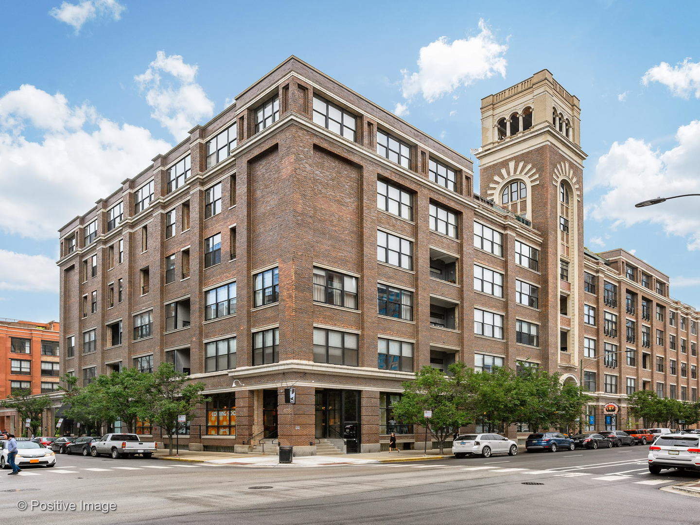 Oversized, 3 bedroom, 2 bathroom concrete loft in the heart of the West Loop at 1000 W Washington.