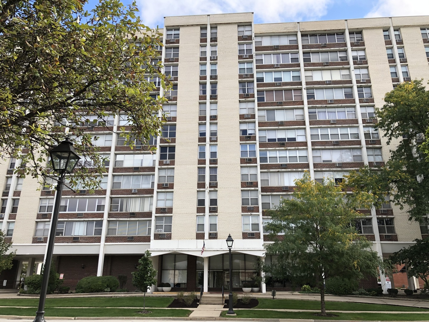 This gorgeous condo needs is waiting for you! Sharp decor and flooring throughout, large windows to let the sun shine in, and so much closet space! Remodeled kitchen features newer appliances, white cabinets, new counters, and opens to a large dining area with custom lighting. Fabulous location just one block from Metra, restaurants, and all that downtown Lombard has to offer. This is the one you've been waiting for!