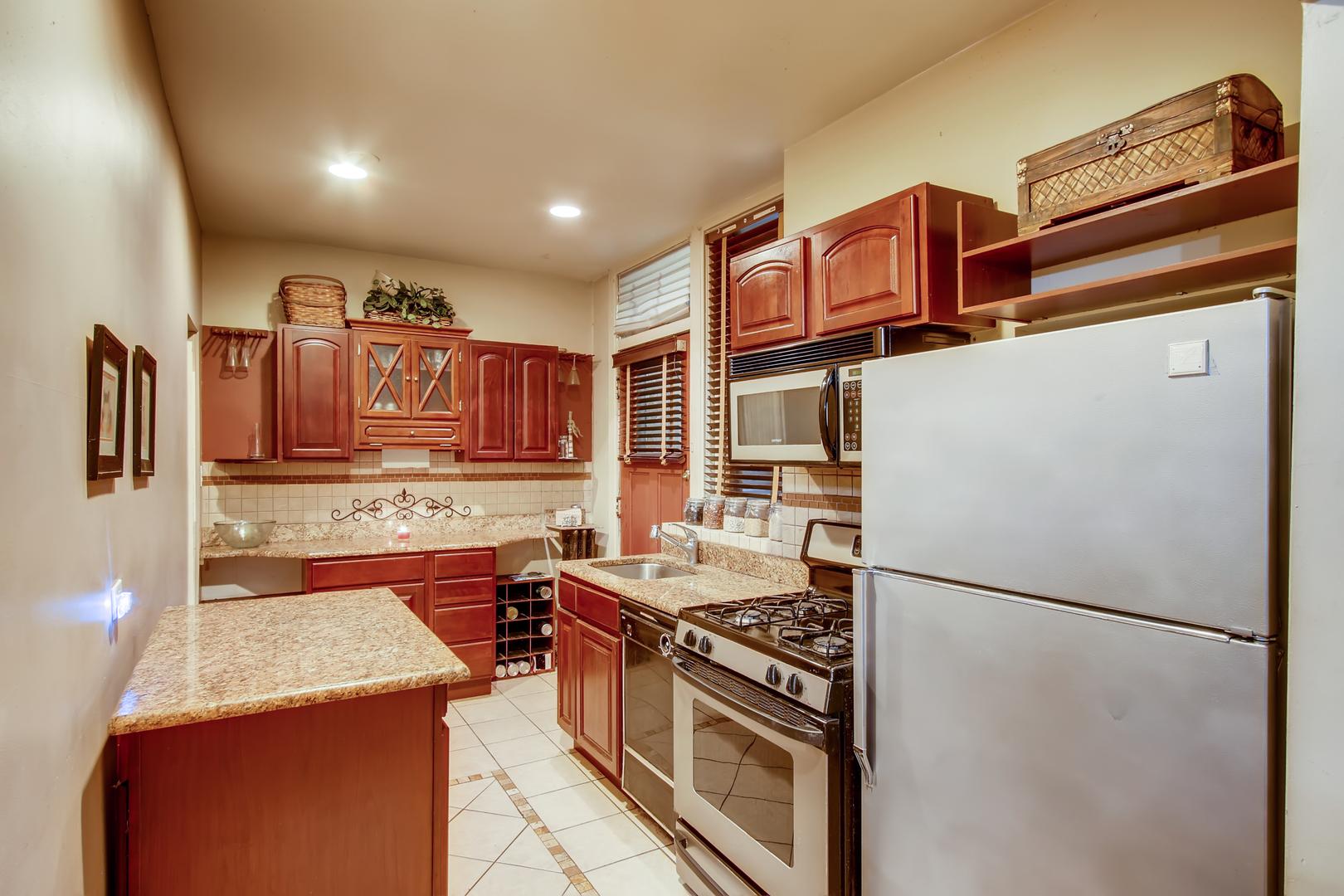 Hd 1574895338587 601 w fullerton parkway print 010 009 kitchen 3600x2400 300dpi