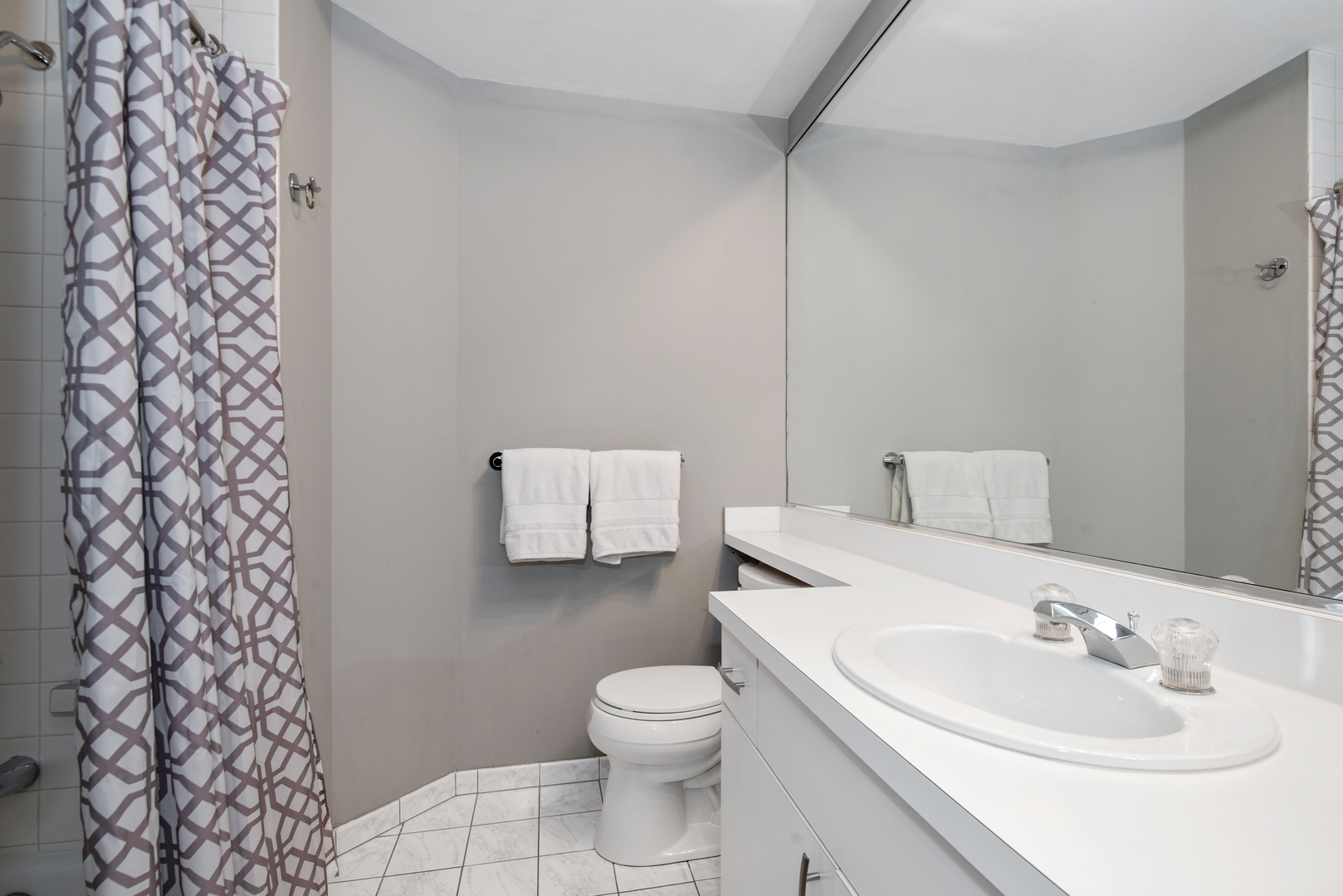 Hd 1582735787669 14 2100nracine1c 9 2ndbathroom hires
