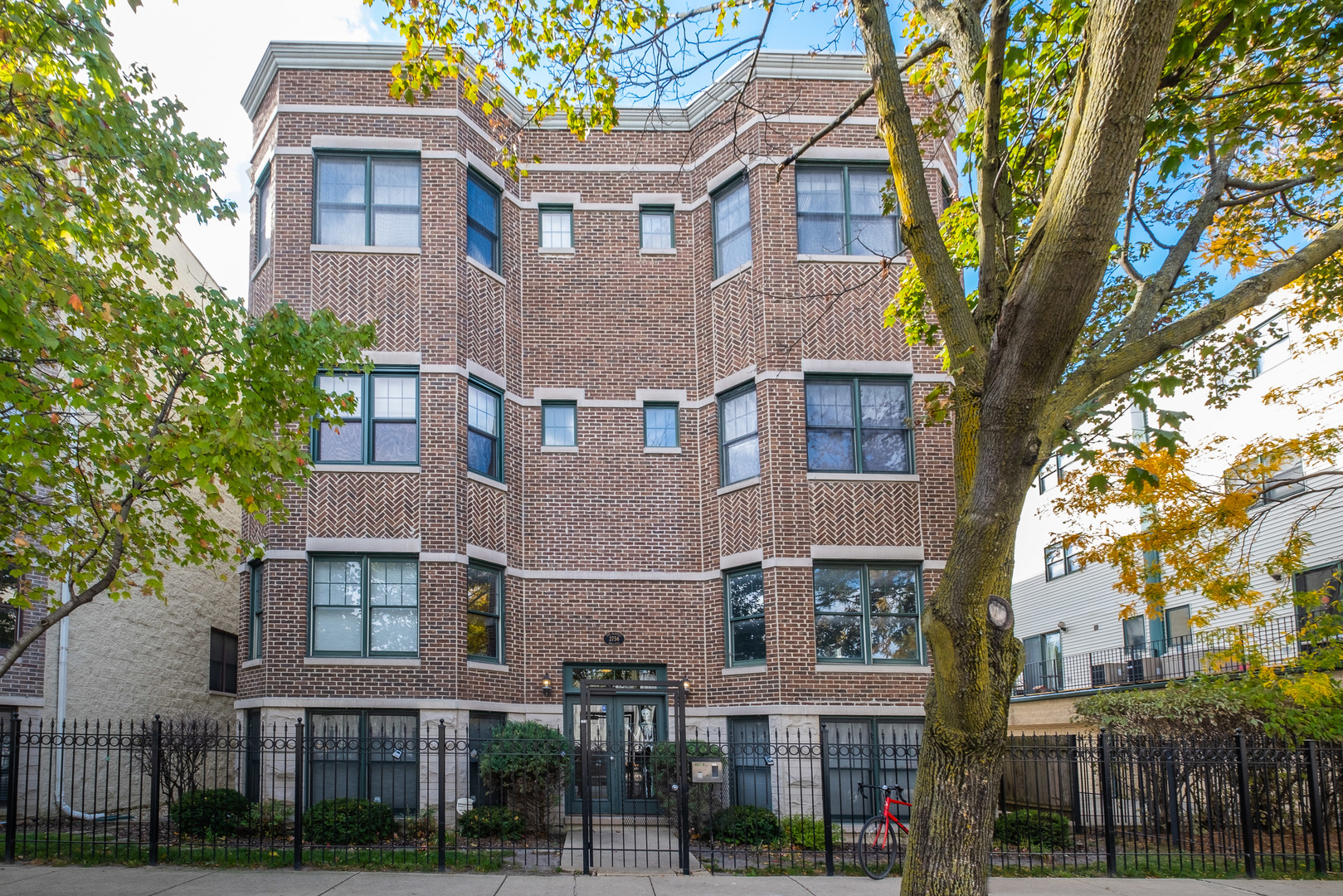 2756 WOLCOTT Avenue, Chicago, Illinois 60614, 2 Bedrooms Bedrooms, ,2 BathroomsBathrooms,Attached Single,For Sale,WOLCOTT,10910059