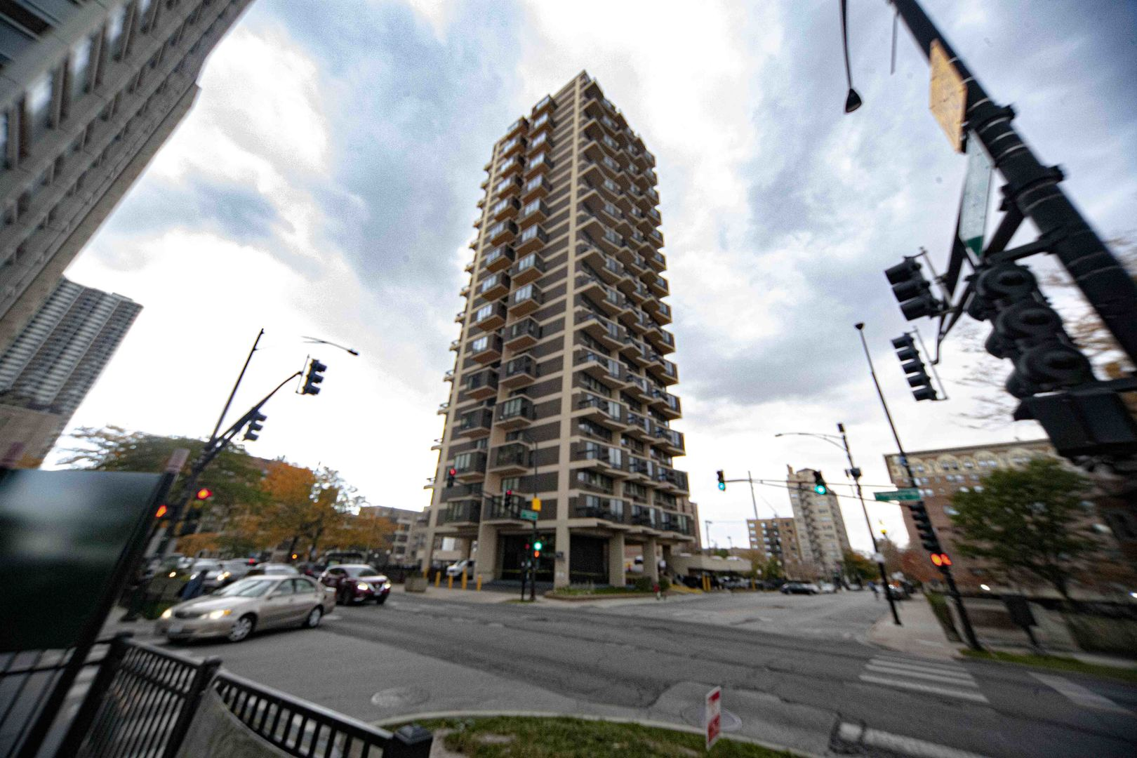 6166 Sheridan Road, Chicago, Illinois 60660, 2 Bedrooms Bedrooms, ,1 BathroomBathrooms,Attached Single,For Sale,Sheridan,10910079