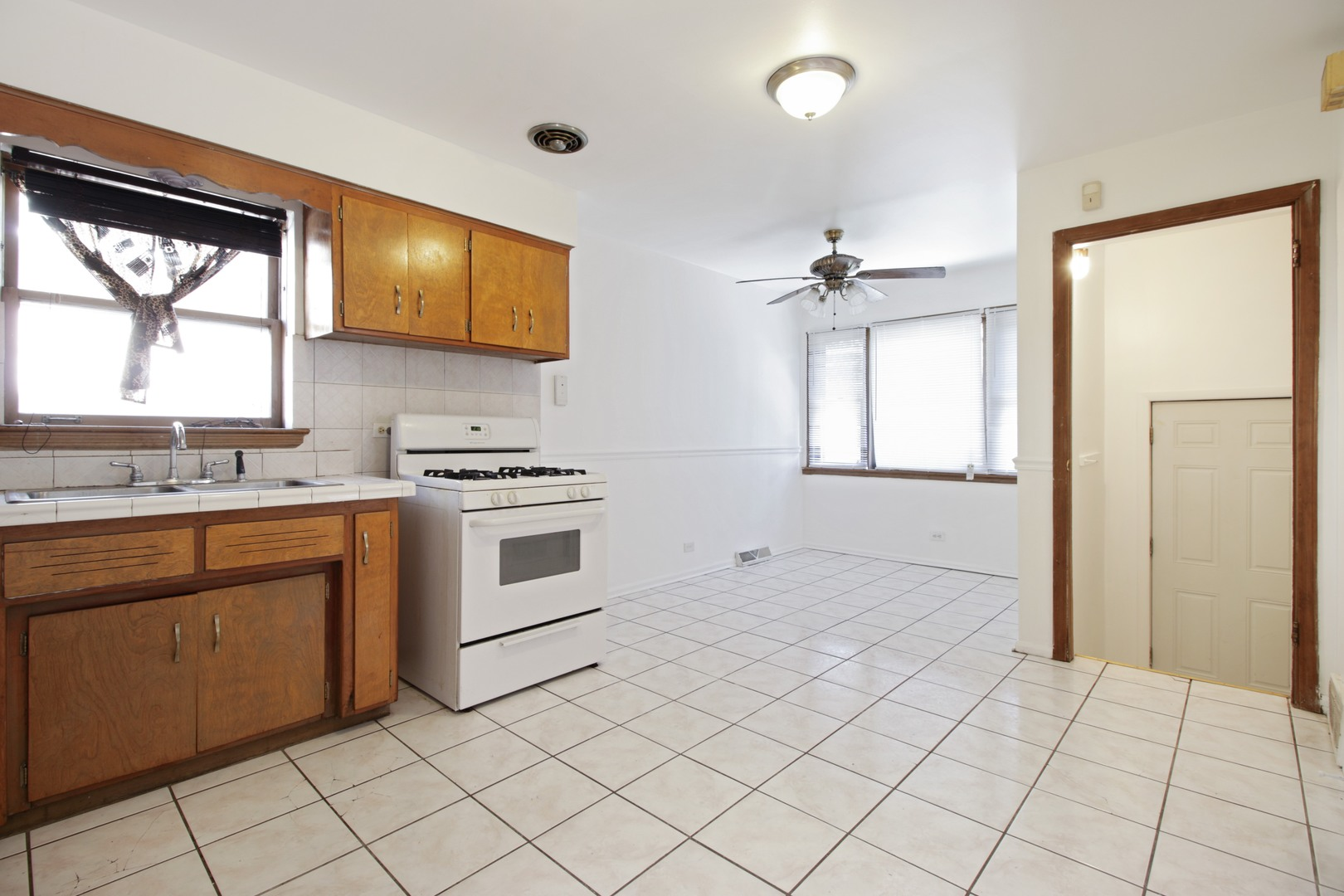 9623 South Jeffery Avenue, Chicago, IL, 60617   KRAIN