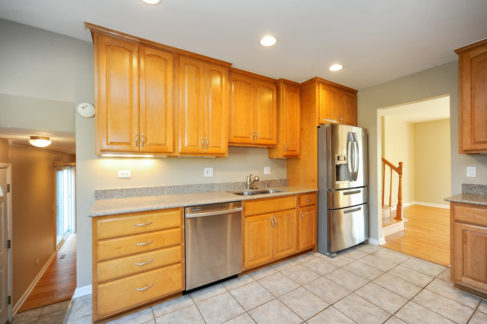 2619 north dryden place arlington heights il 60004 for Kitchen cabinets 60004