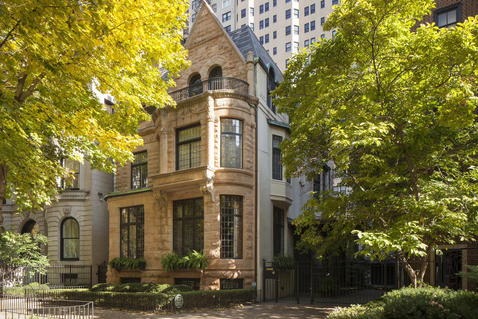 1421 North Astor Street, Chicago, IL 60610