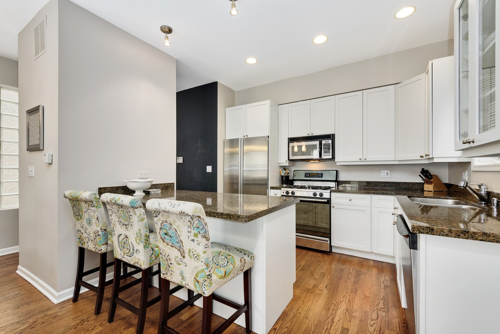 1051 North Wolcott Avenue, #1, Chicago, IL, 60622 | The Lowe Group
