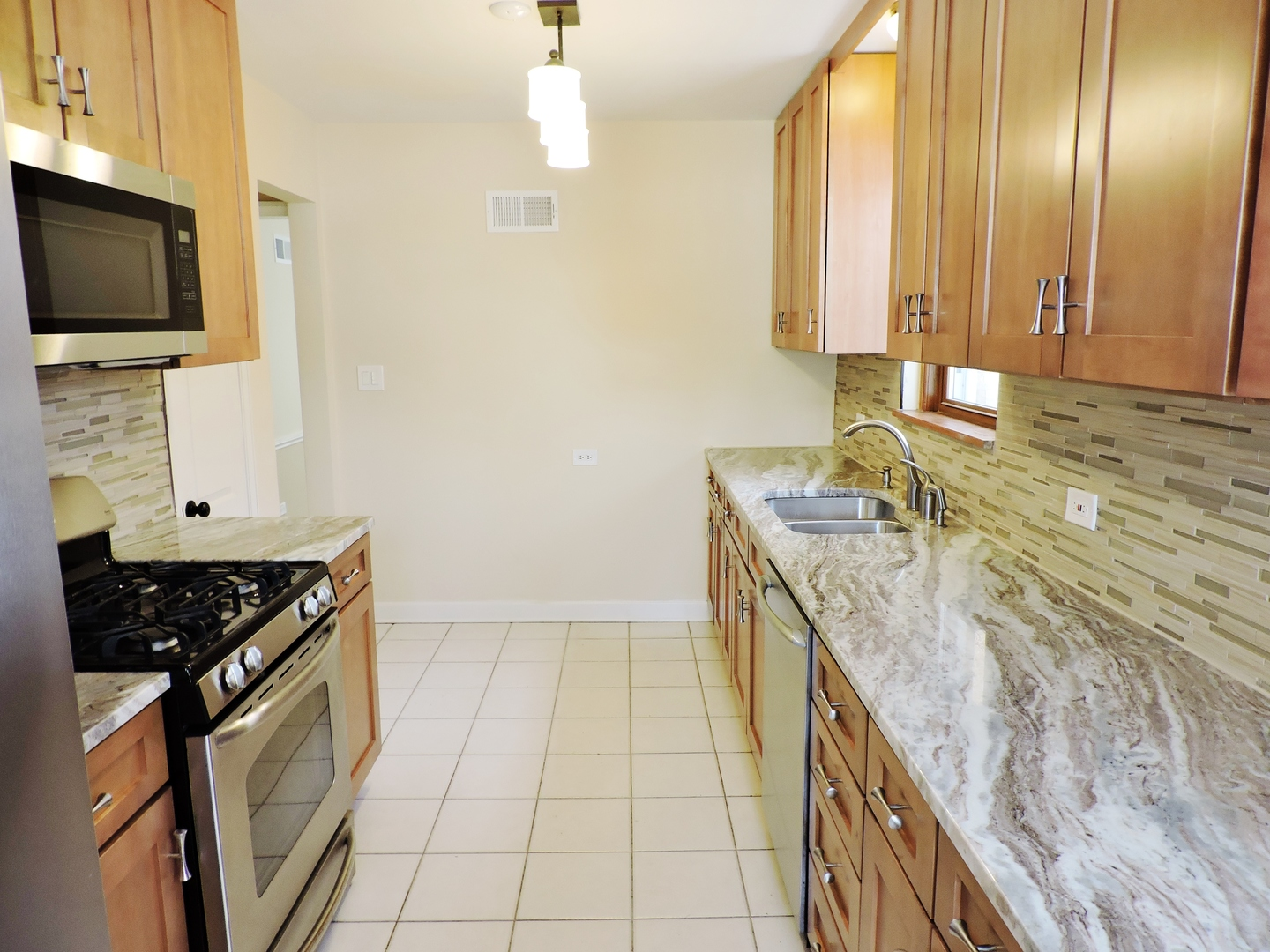 2824 West Birchwood Avenue, Chicago, IL, 60645 | The Lowe Group
